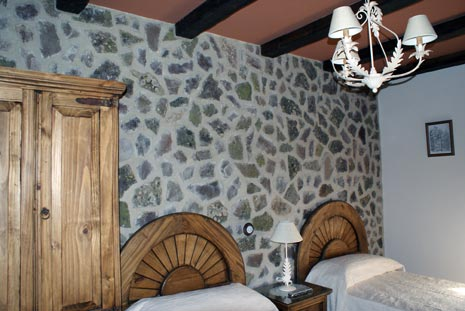 Turismo rural el rinc n del moncayo habitaci n marr n - Habitacion marron ...